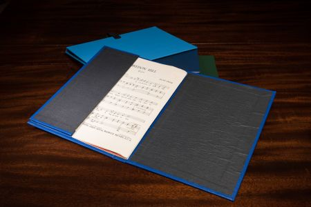 Choir folder with pocket to hold music